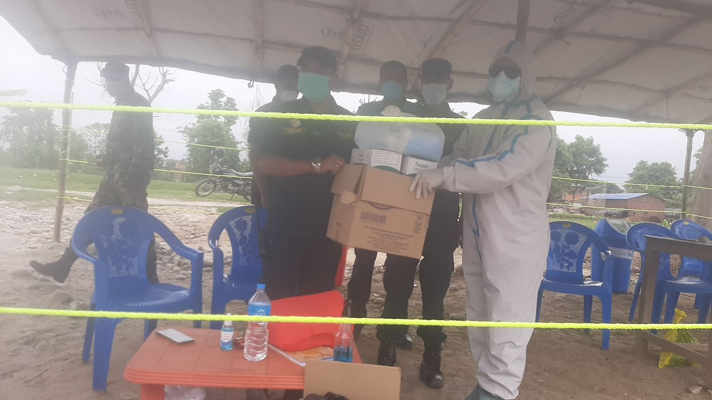 Masks-and-sanitizer-being-handed-over-to-security-team-by-DEPROSC-Nepal-staff-at-Gadda-Chauki-border